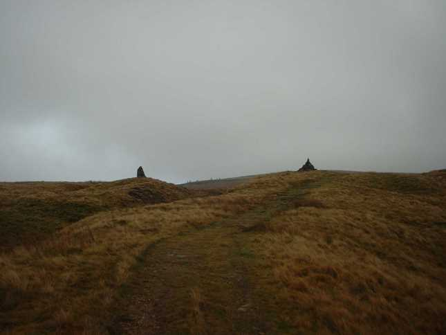 The twin cairns on the Faraday Gill path