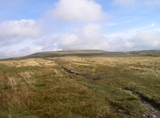 Approaching Great Shunner Fell from the south on the Pennine Way