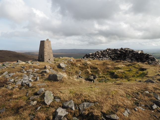Thr trig point and shelter cairn on the summit of Rye Loaf Hill