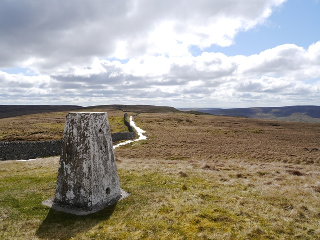 The Horse Head trig point looking south to the summit of Horse Head Moor