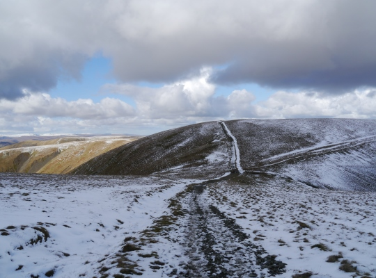 Approaching the Calf from Bram Rigg Top