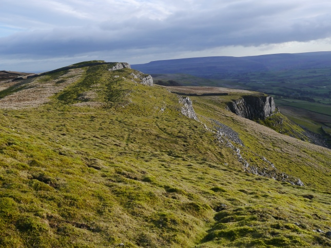 Looking along the top of Ellerkin Scar