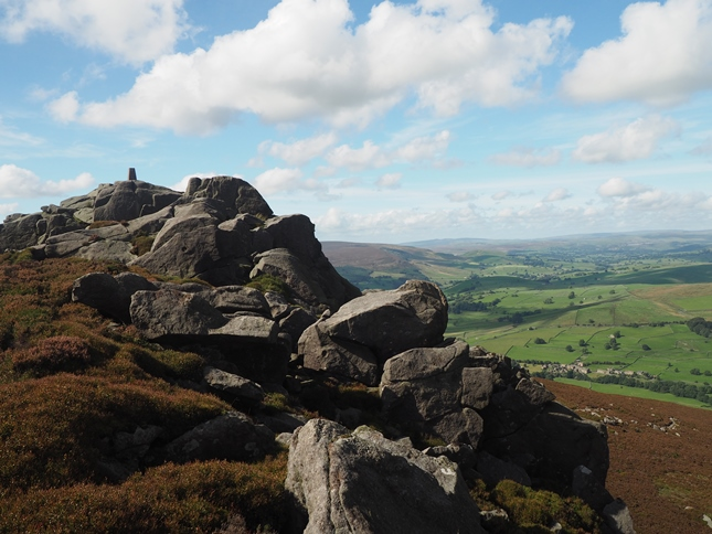 The jumble of rocks on the summit of Simon's Seat