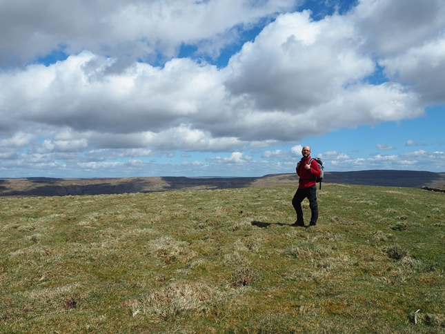 On the unmarked summit of High Green Field Knott