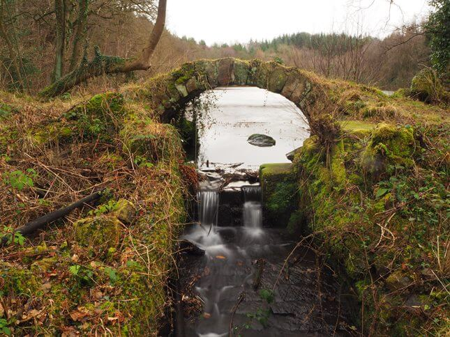 The small stone bridge at the foot of the lake