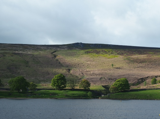 The gritstone crags of Deer Gallows are a short walk from the reservoir