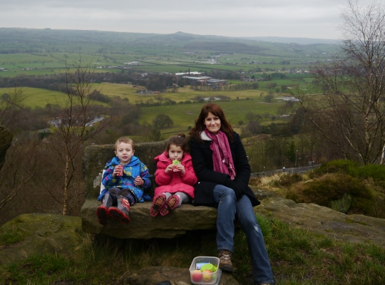 Picnic time on the gritstone bench at the Rockingstone viewpoint