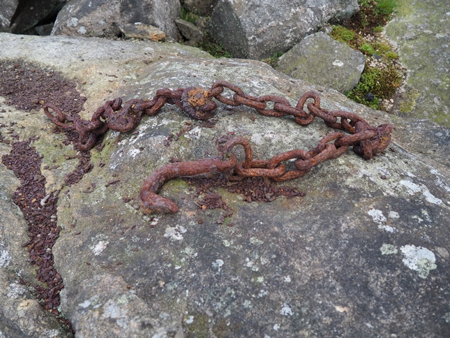 The rusty chain and hook