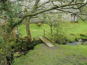 The small footbridge over Cowstone Gill