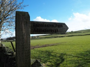 The signpost for the permissive path to Addlebrough near Scar Top