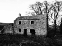 The derelict farm at Low Ash Head