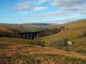 Looking back at the Dent Head Viaduct and Dentdale