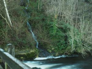 The waterfall next to Waterfall Bridge