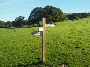 Path junction outside Barbon