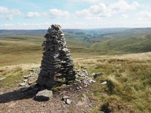 A large cairn that had prominent for much of the climb