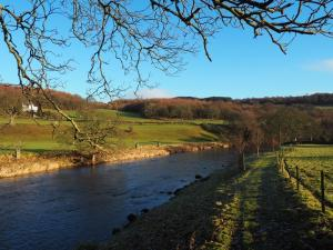 The path dropping down to the River Wharfe