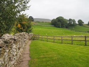 The path leading out of Hardraw