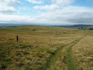 Heading to towards the two Ewe Fells