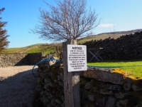 Sign denying the right to walk the 10m to the gate and access land