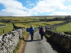 Following the lane to Dub Cote