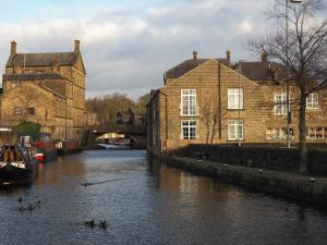 Another view of the Leeds - Liverpool Canal in Skipton