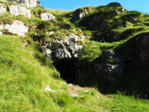 The cave before the main ravine in Trollers Gill