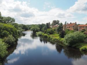 West Tanfield and the River Ure from Tanfield Bridge