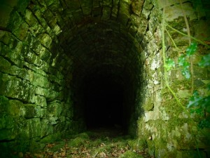 The spooky tunnel above the lower Crackpot Falls